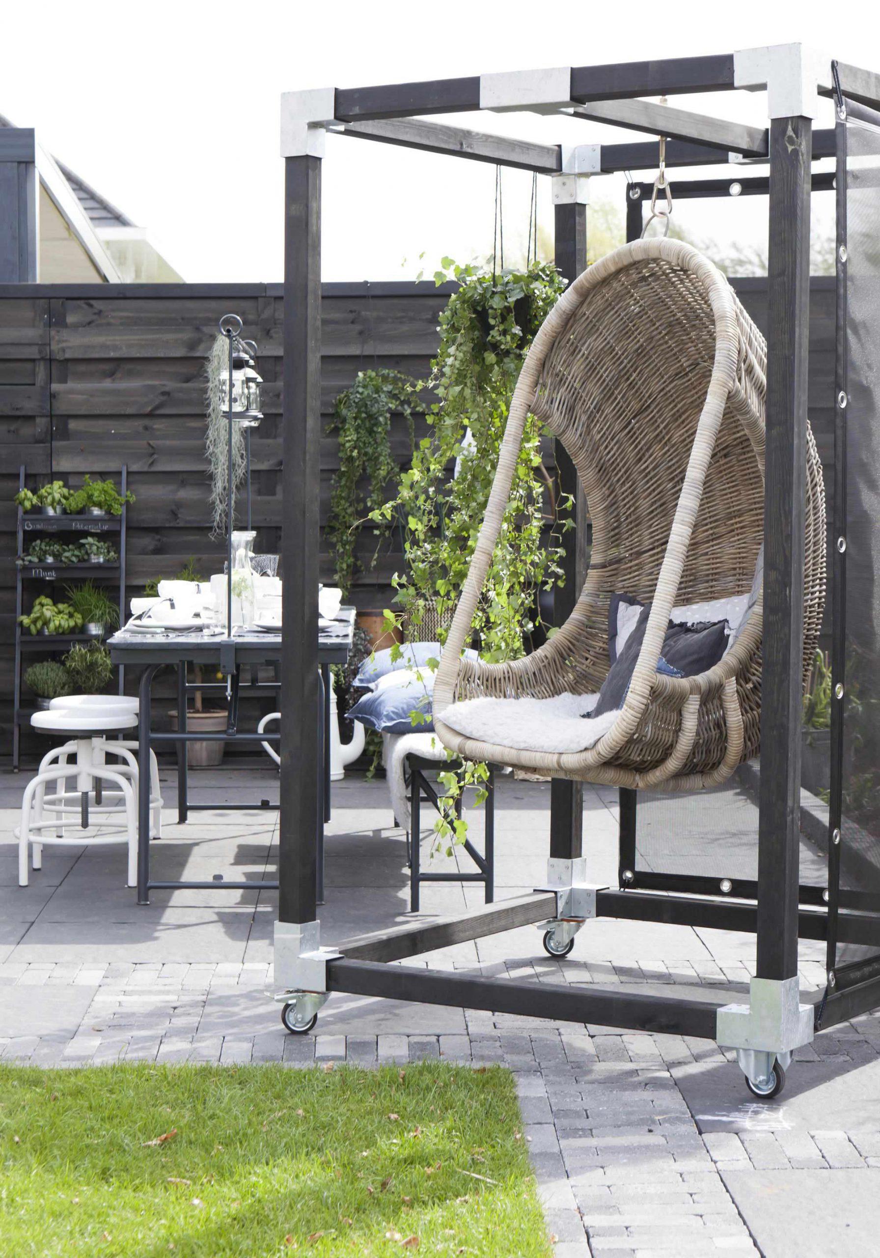 Industriele-tuin-tuininspiratie-zwarte-tuin-stoere-tuin-industrieel-interieur-moderne-tuin-botanische-tuin-loungen-relaxen-tuin-overkapping