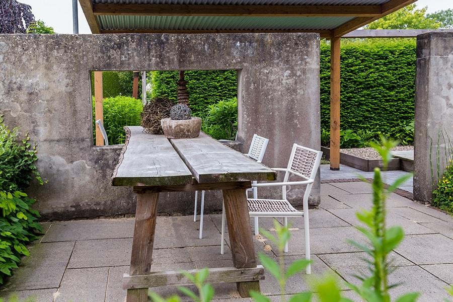 Industriele-tuin-industrial-garden-rotan-lounge-strakke-lijnen-industrieel-terras-industrieel-interieur-13-min