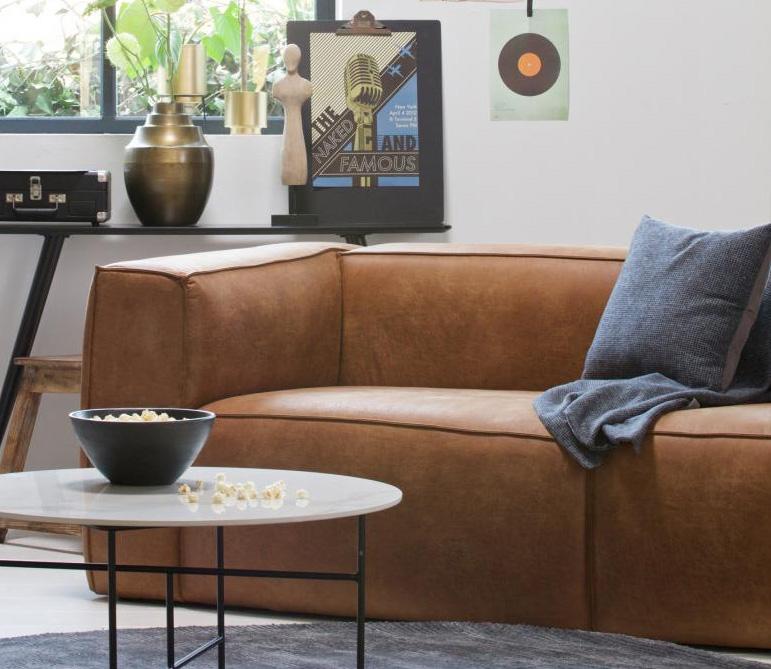 Cognac-bank-kleuren-combineren-cognac-industriele-woonkamer-stoere-woonkamer