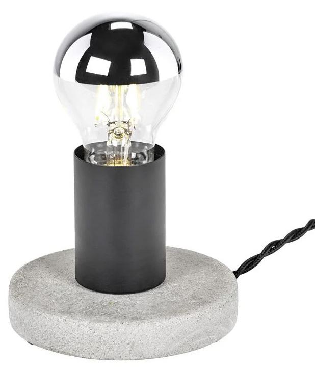Snelle-industriele-make-over-woonkamer-vloerlamp