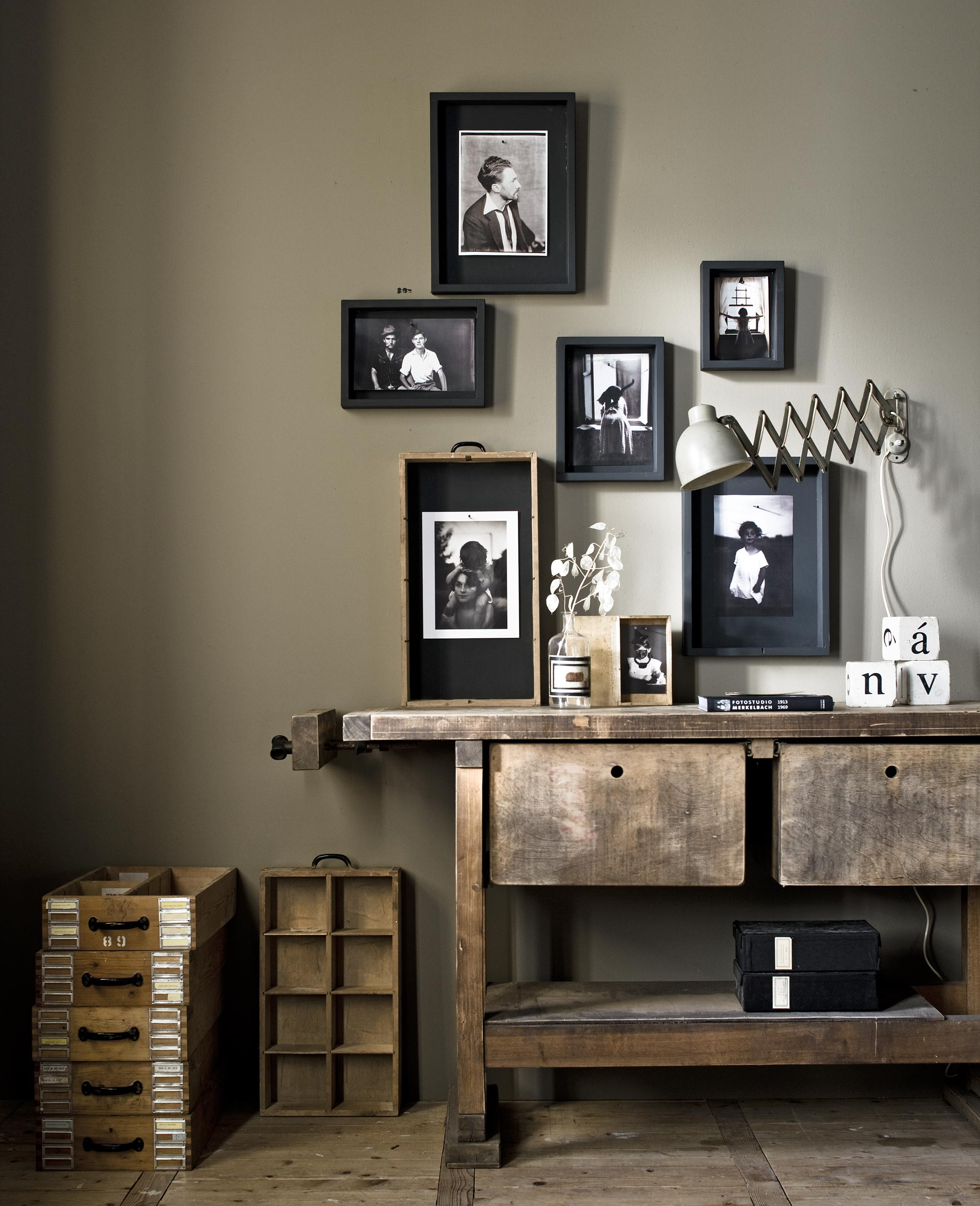 Taupe-kleur-taupe-in-je-interieur-taupe-combineren-taupe-woonkamer-taupe-interieur-taupe-krijtverf-taupe-muren-taupe-meubels