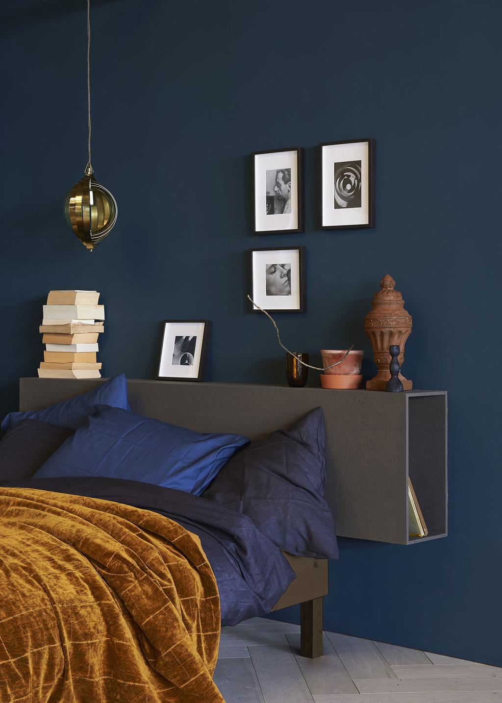 Trendkleur-2020-kleur-jaar-2020-histor-chinese-porcelain-blauw-interieur-blauwe-muur-blauwe-bank