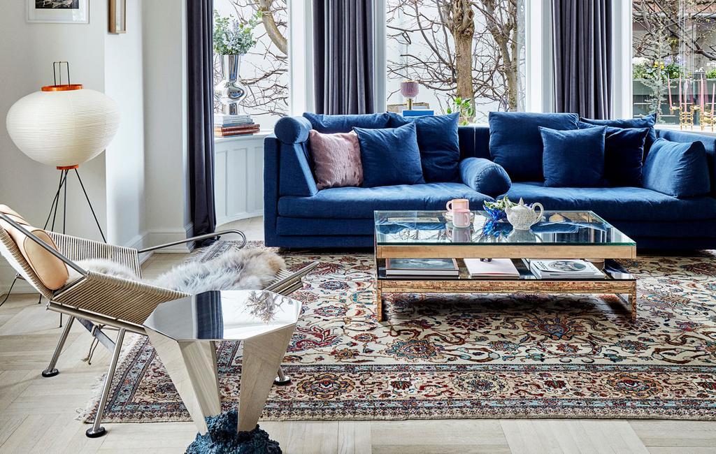 Blauwe-bank-blauwe-meubels-blauwe-hoekbank-blauwe-zitmeubels-blauwe-zitbank-blauw-interieur