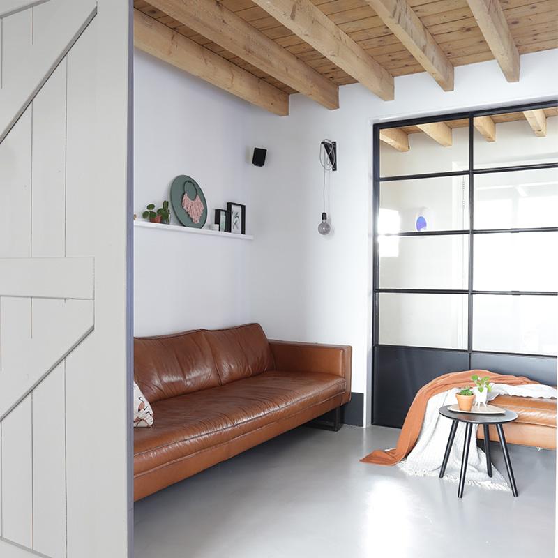 Binnenkijken-oude-boerderij-landelijk-interieur-scandinavische-interieur-industrieel-interieur-schuurwoning-wooninspiratie-interieurinspiratie