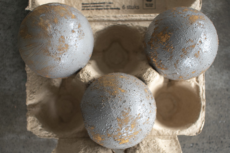 DIY-kerstballen-oude-kerstballen-roest-kerstballen-diy-kerstdecoratie-stoere-kerstballen-bruine-kerstballen-ouderwetse-kerstballen-1