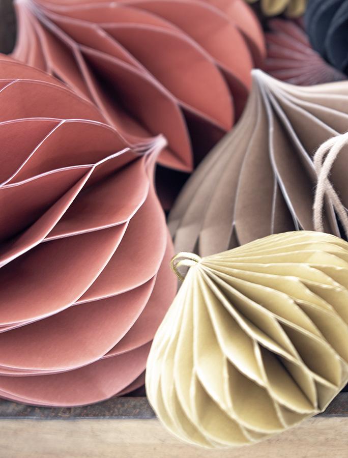 Honeycombs-papieren-kerstballen-papieren-kerstversiering-papieren kerstdecoratie