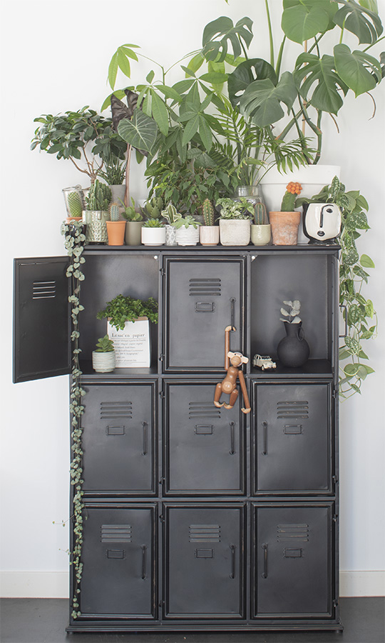 Zwart-interieur-zwarte-kast-zwarte-lockerkast-zwarte-stalen-kast-metalen-kast-industrieel-interieur