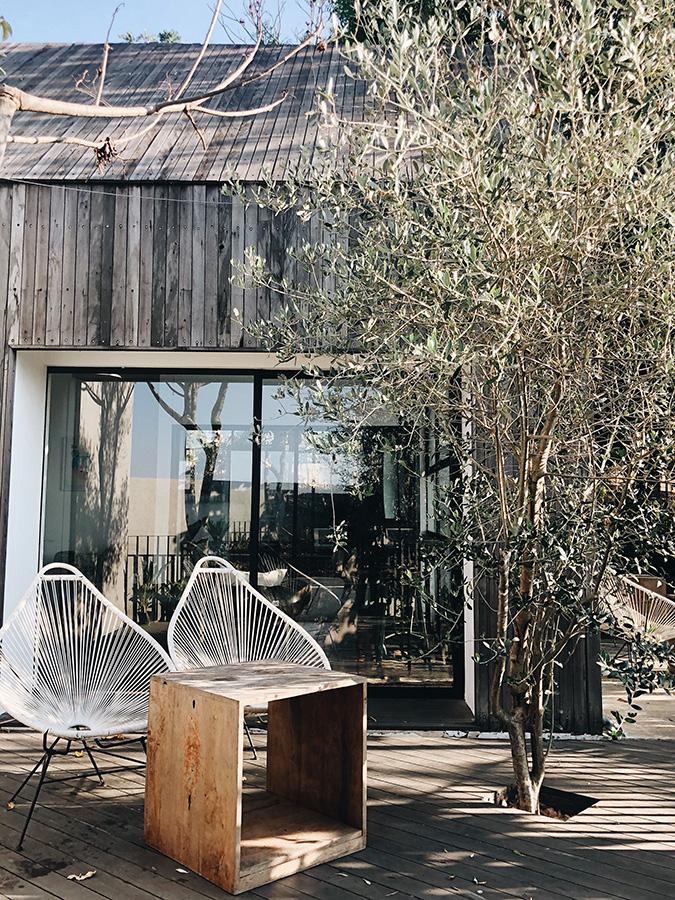 olijfgroen-olijfgroen interieur-olijfgroen verf-kleur olijfgroen-woonkamer olijfgroen-olijfgroen woonkamer-olijfgroen kleur-interieur olijfgroen-krijtverf olijfgroen-olijfgroen krijtverf-accessoires olijfgroen-kast olijfgroen