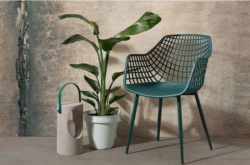 Tuinstoelen-buiten-terrasstoelen-kuipstoelen-buiten-stoer-terras-industriele-tuin-wooninspiratie-zwarte-kuipstoelen-grijze-kuipstoelen-buitenstoelen-witte-tuinstoelen-zwarte-tuinstoelen-groene-tuinstoelen