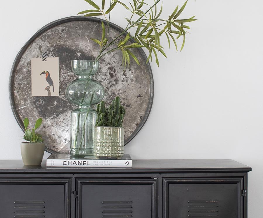 Decoratie kast stylen interieur groene accessoires zwarte locker woonblog