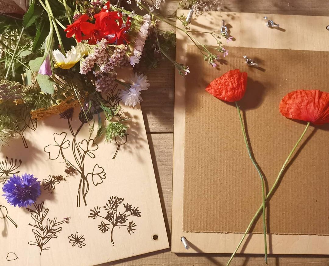 bloemenpers bloemen persen bloemenpers hema houten bloemenpers dille en kamille bloemenpers grote bloemenpers bloemenpers zelf maken bloemen persen geperste bloemen geperste droogbloemen droogbloemen lijstje